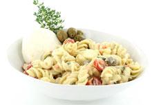 Pastasalade met olijven en tomaat